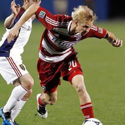 FRISCO, TX - APRIL 25:  Brek Shea #20 of the FC Dallas (R) moves the ball against Ned Grabavoy #20 of the Real Salt Lake (L) at FC Dallas Stadium on April 25, 2012 in Frisco, Texas.  (Photo by Tom Pennington/Getty Images)