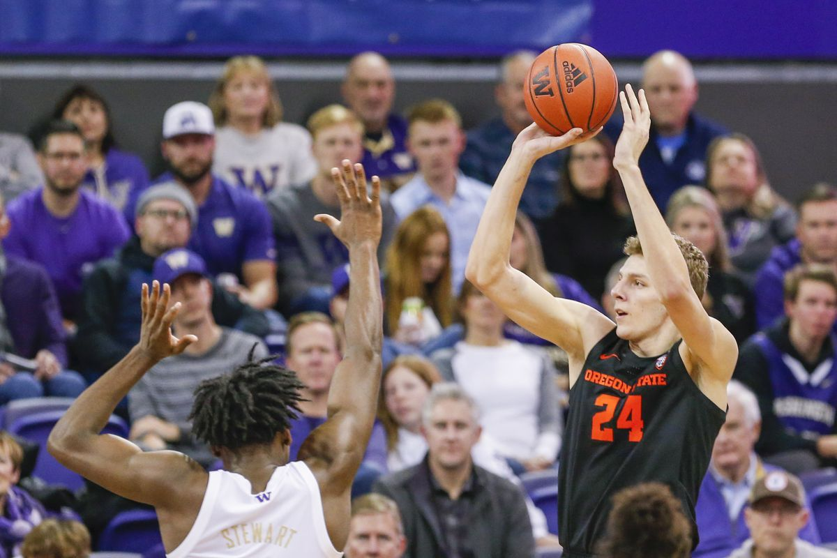 Oregon State Beavers forward Kylor Kelley shoots against the Washington Huskies during the second half at Alaska Airlines Arena