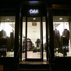 "<b>↑</b>If minimalism is your thing, head to <b><a href=""http://www.oaknyc.com/?gclid=COOn9sKS6cECFUVk7AodUUoAyQ"">Oak</a></b> (28 Bond Street), home of all things sleek. Pick up geometric jewelry, soft jersey basics, leather jackets and asymmetrically dra"