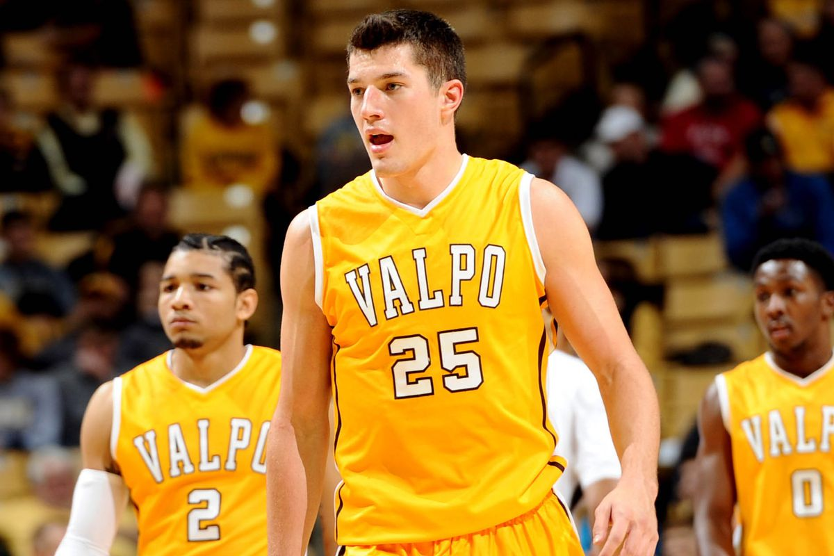 What impact does Alec Peters' decision to stay at Valparaiso have on the Horizon League?