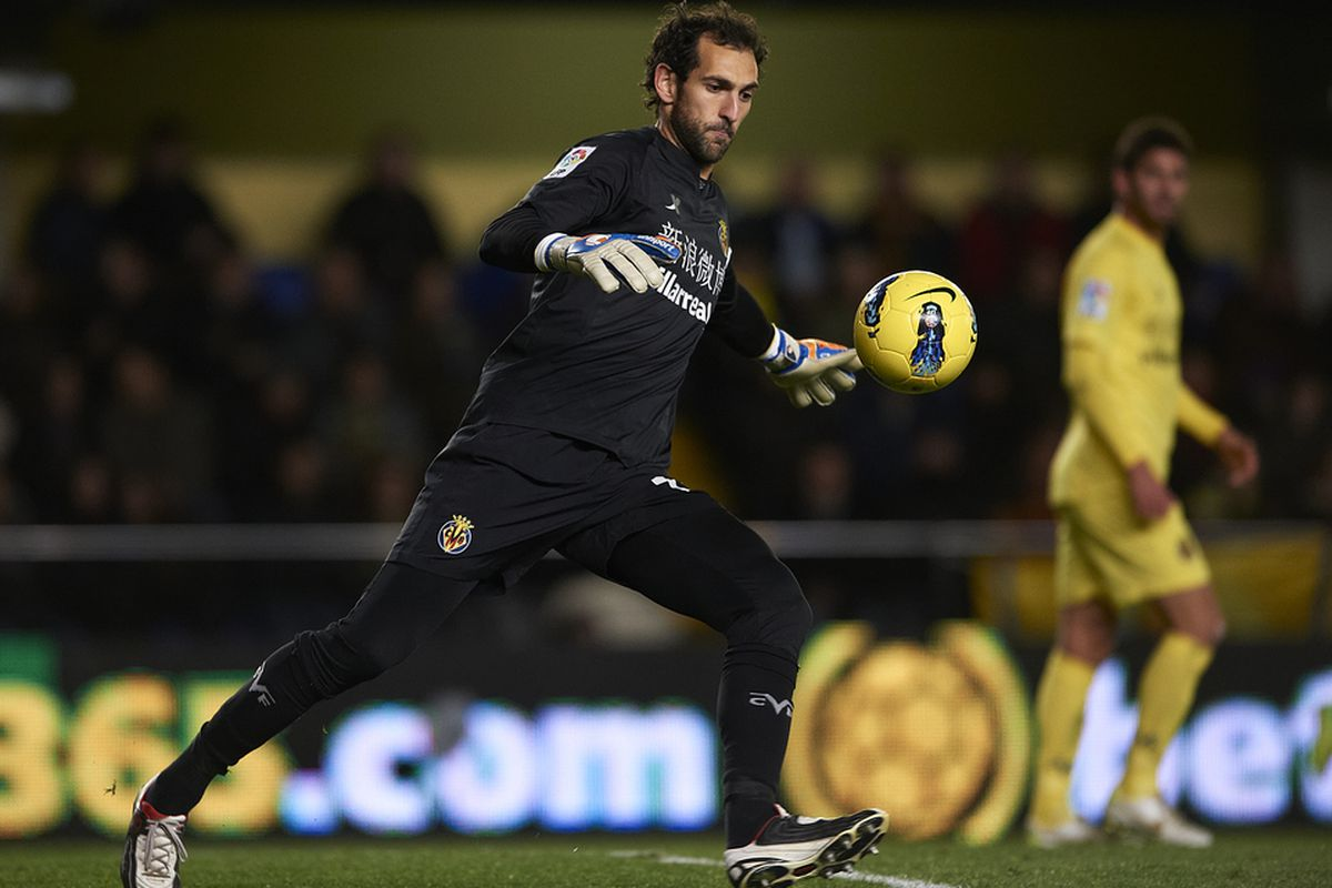 Diego Lopez was the Goal.com La Liga goalkeeper of the week.  He was clearly our best player in the Mestalla and made a couple of incredible saves....