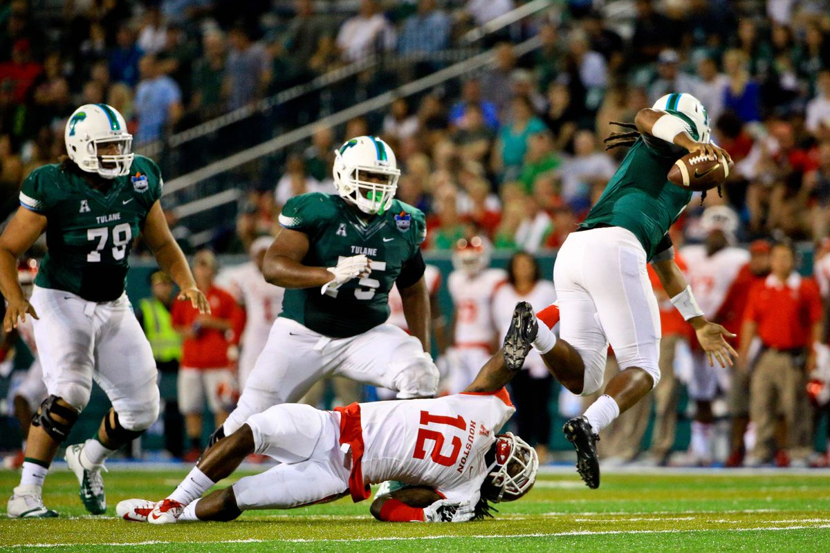 Linebacker D'Juan Hines makes a tackle in Houston's 42-7 win over Tulane.
