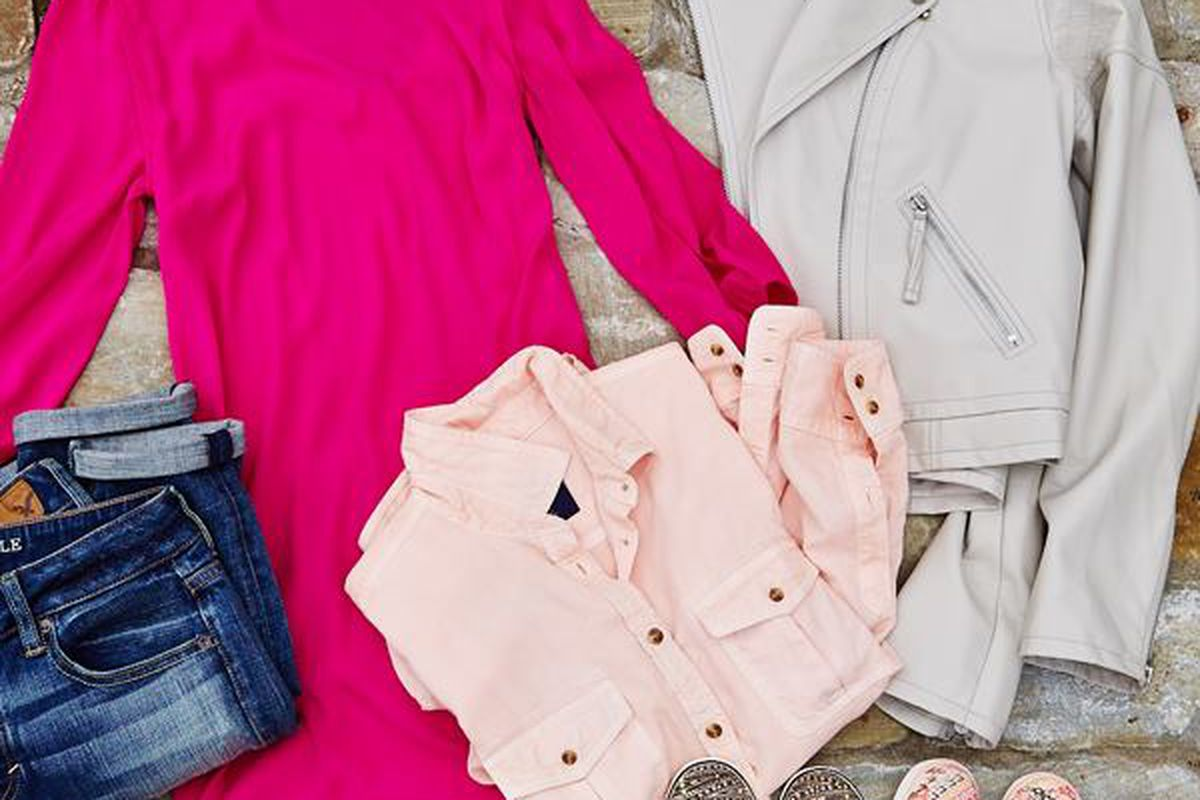 """Image via American Eagle Outfitters/<a href=""""https://www.facebook.com/photo.php?fbid=10151771969244039&amp;set=a.10151771969219039.1073741853.6857074038&amp;type=3&amp;theater"""">Facebook</a>"""
