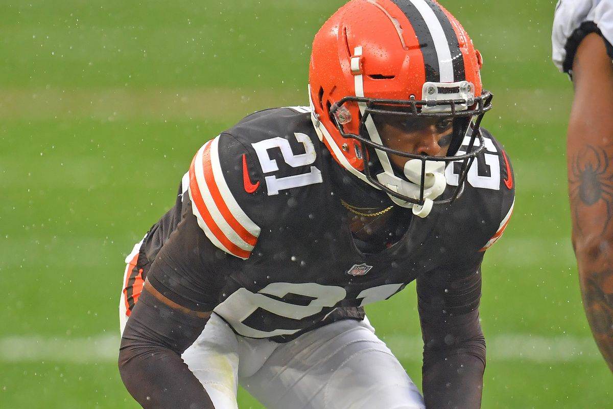 Cornerback Denzel Ward #21 of the Cleveland Browns lines up prior to the snap during the first half against the Philadelphia Eagles at FirstEnergy Stadium on November 22, 2020 in Cleveland, Ohio.