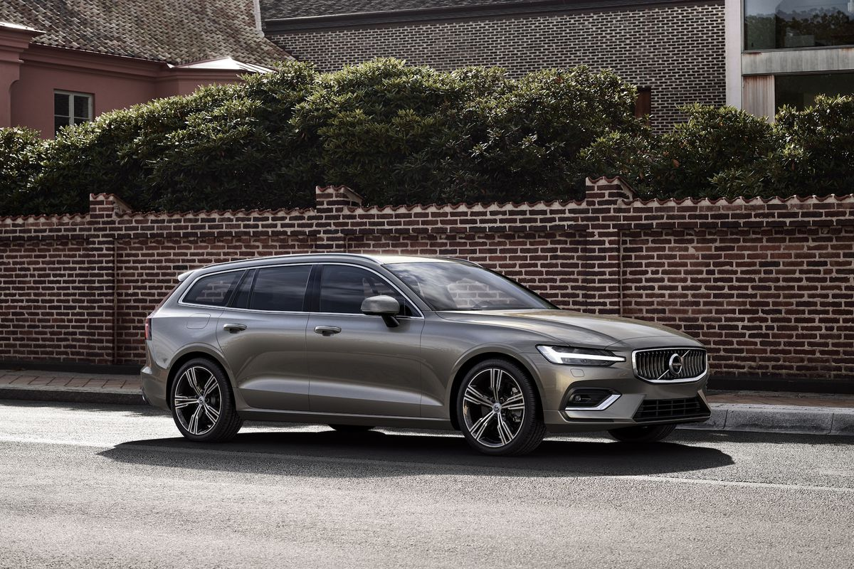 the new volvo v60 is a sleek wagon with more semi autonomy. Black Bedroom Furniture Sets. Home Design Ideas
