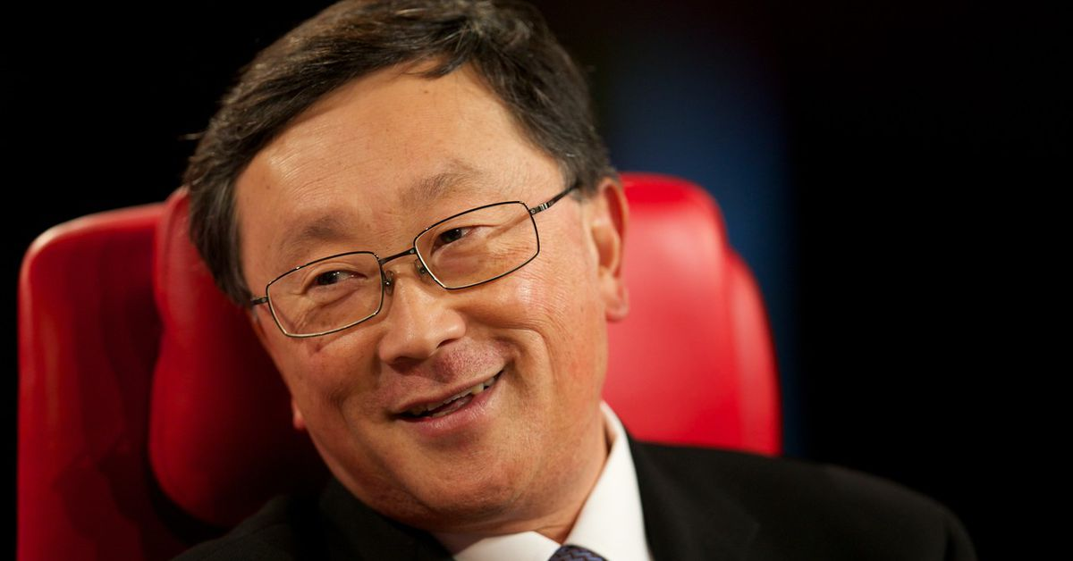photo image 'Somebody should make' a new BlackBerry-like phone, says BlackBerry CEO John Chen