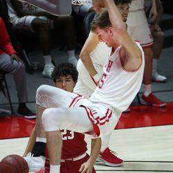 Utah Utes center Branden Carlson (35) dunks over the Stanford Cardinal in Salt Lake City on Thursday, Jan. 14, 2021. The Utes won 79-65.