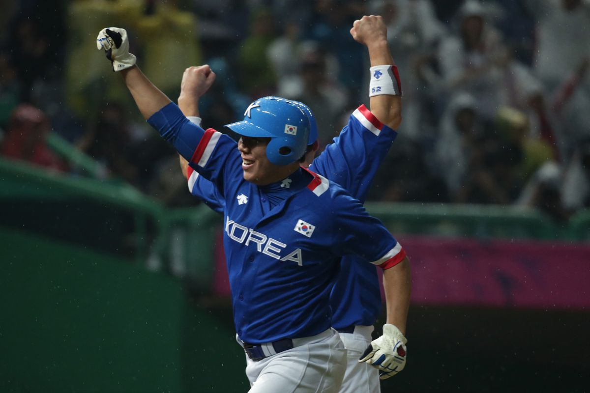 Kang Jung-Ho put up video game numbers in the KBO last season.  Should the Nats pursue Kang when he's posted in November?