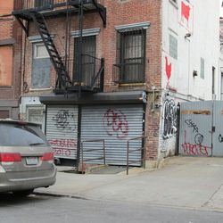 """<a href=""""http://ny.eater.com/archives/2013/02/fatty_cue_brooklyn_has_now_been_closed_for_over_a_year.php"""">Unsolved Mysteries: Fatty 'Cue Brooklyn</a>"""