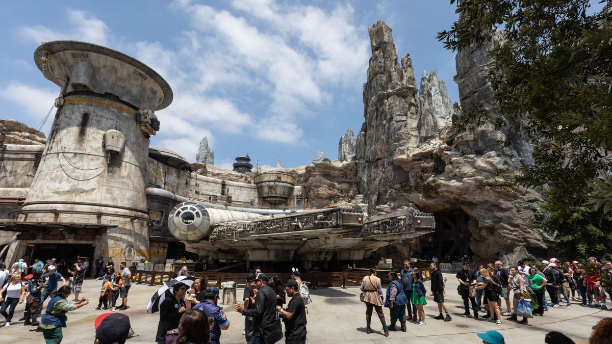 A Review Of Star Wars Land S Incredible Opening Day At Disneyland