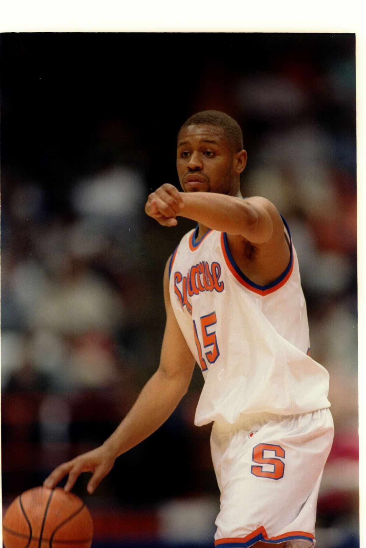23 Feb 1994: SYRACUSE ORANGEMEN GUARD ADRIAN AUTRY SETS UP THE OFFENSE DURING A BIG EAST CONFERENCE