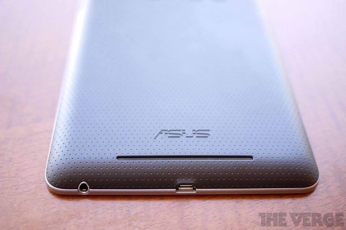 Nexus 7 doesn't support MHL or full USB On-The-Go, but