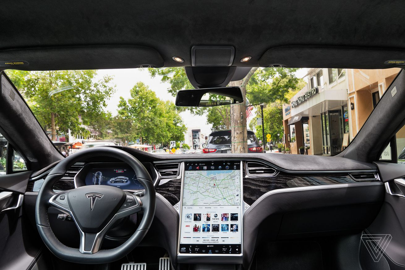 ScreenDrive: Tesla Model S is the epitome of a tablet on wheels