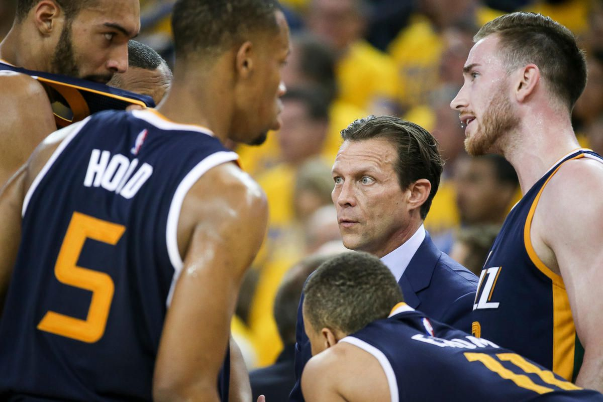 Utah Jazz head coach Quin Snyder huddles with players as they trail the Golden State Warriors in the second half of game 2 of the NBA Western Conference Semifinals at Oracle Arena in Oakland, Calif. on Thursday, May 04, 2017.