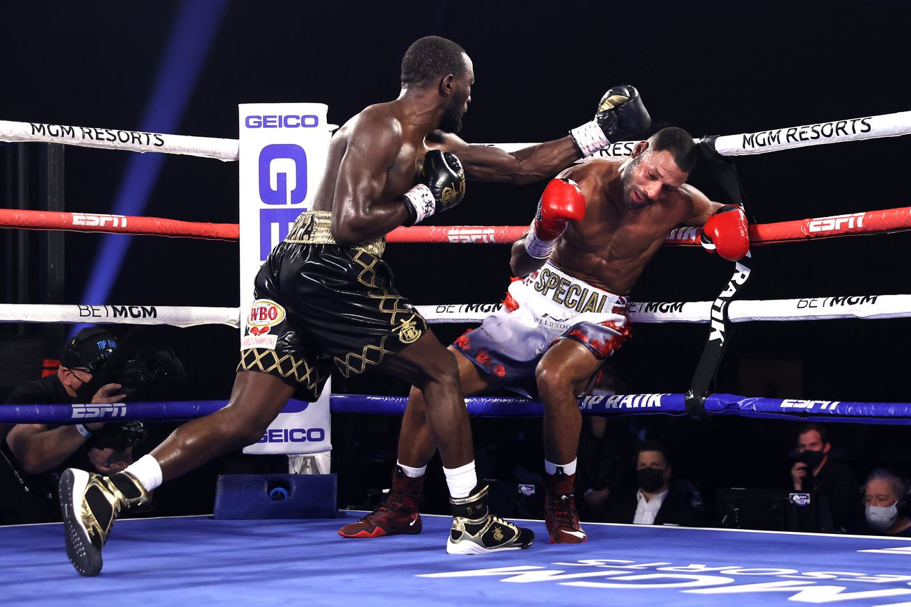 1229624905.5 - Crawford smashes Brook in fourth round, retains WBO belt