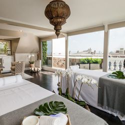 """The penthouse retreat and terrace was designed by<a href=""""http://www.villanuevadesign.com/""""> Villanueva Design</a>. The penthouse sits on the top floor on the big abode, and features views galore of the surrounding neighborhood. When entering the space yo"""