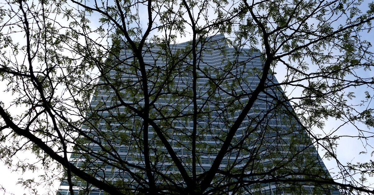 Bank Shot: Financial Giants' Return to Manhattan Gives Smaller Businesses Hope