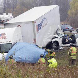 2 semis, 8 cars involved in fatal Wisconsin crash - Deseret News