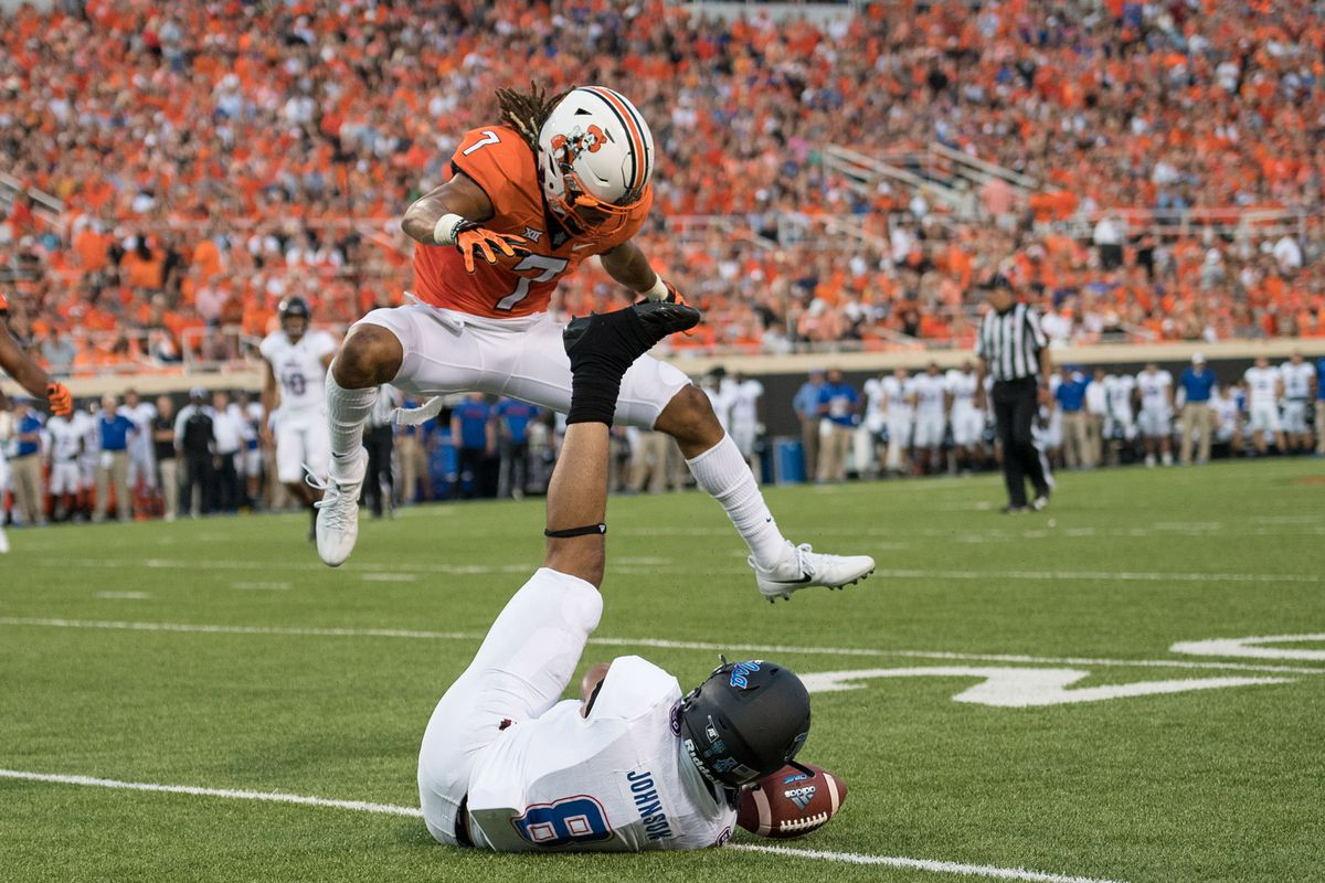 Oklahoma State DB Ramon Richards breaks up a pass intended for Tulsa WR Keenen Johnson, August 31, 2017.