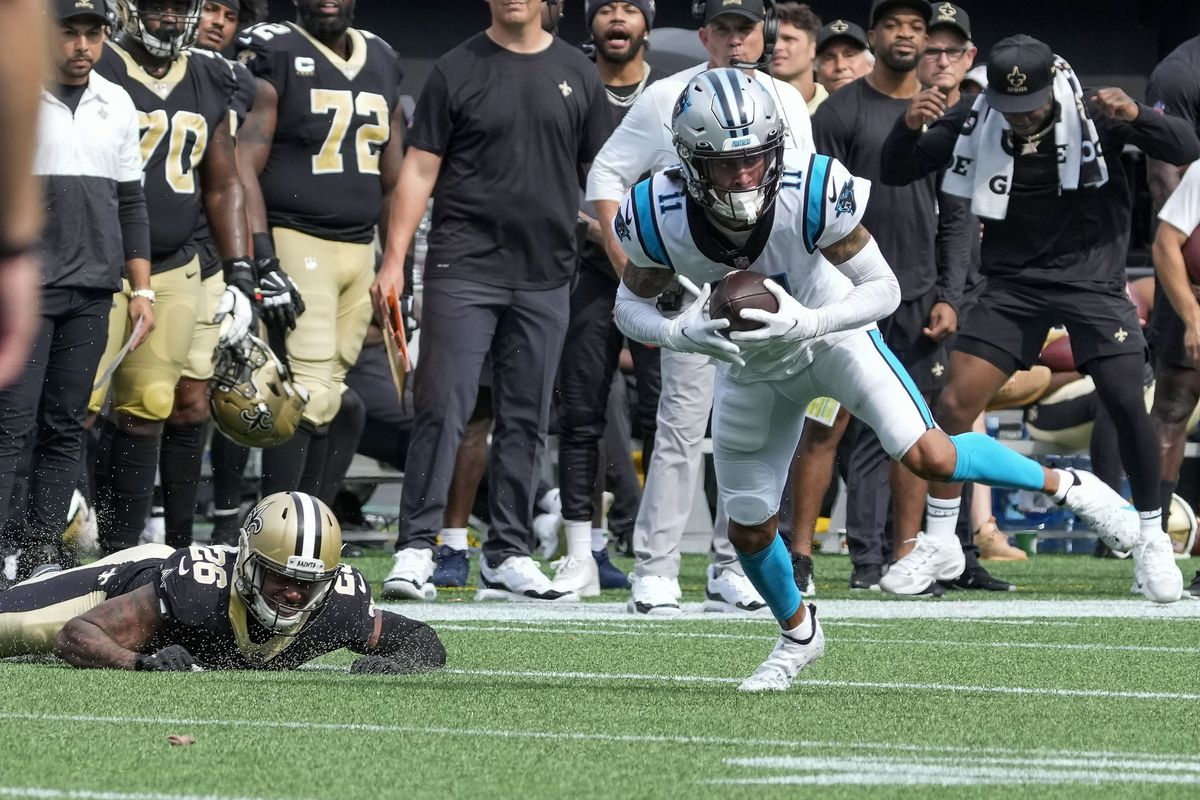 Carolina Panthers wide receiver Robby Anderson (11) makes the catch covered by New Orleans Saints cornerback P.J. Williams (26) during the second half at Bank of America Stadium.
