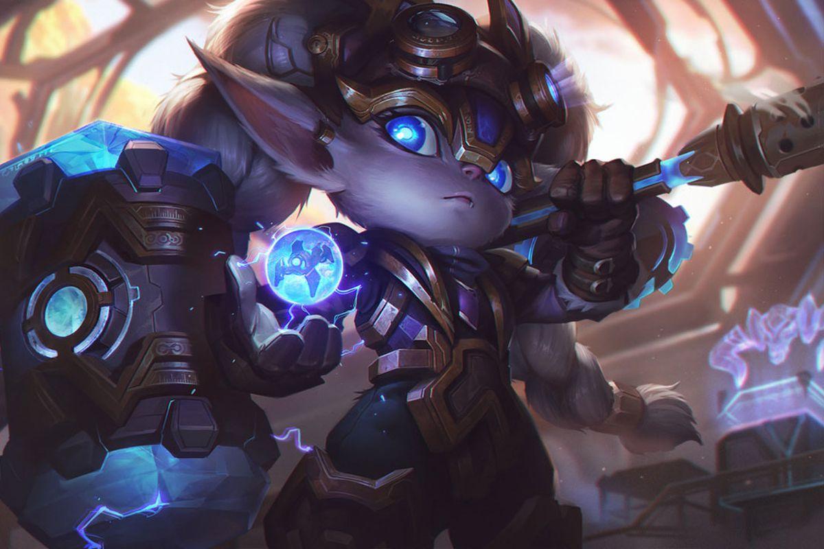Hextech Poppy wields her hammer and holds up a mysterious hextech orb