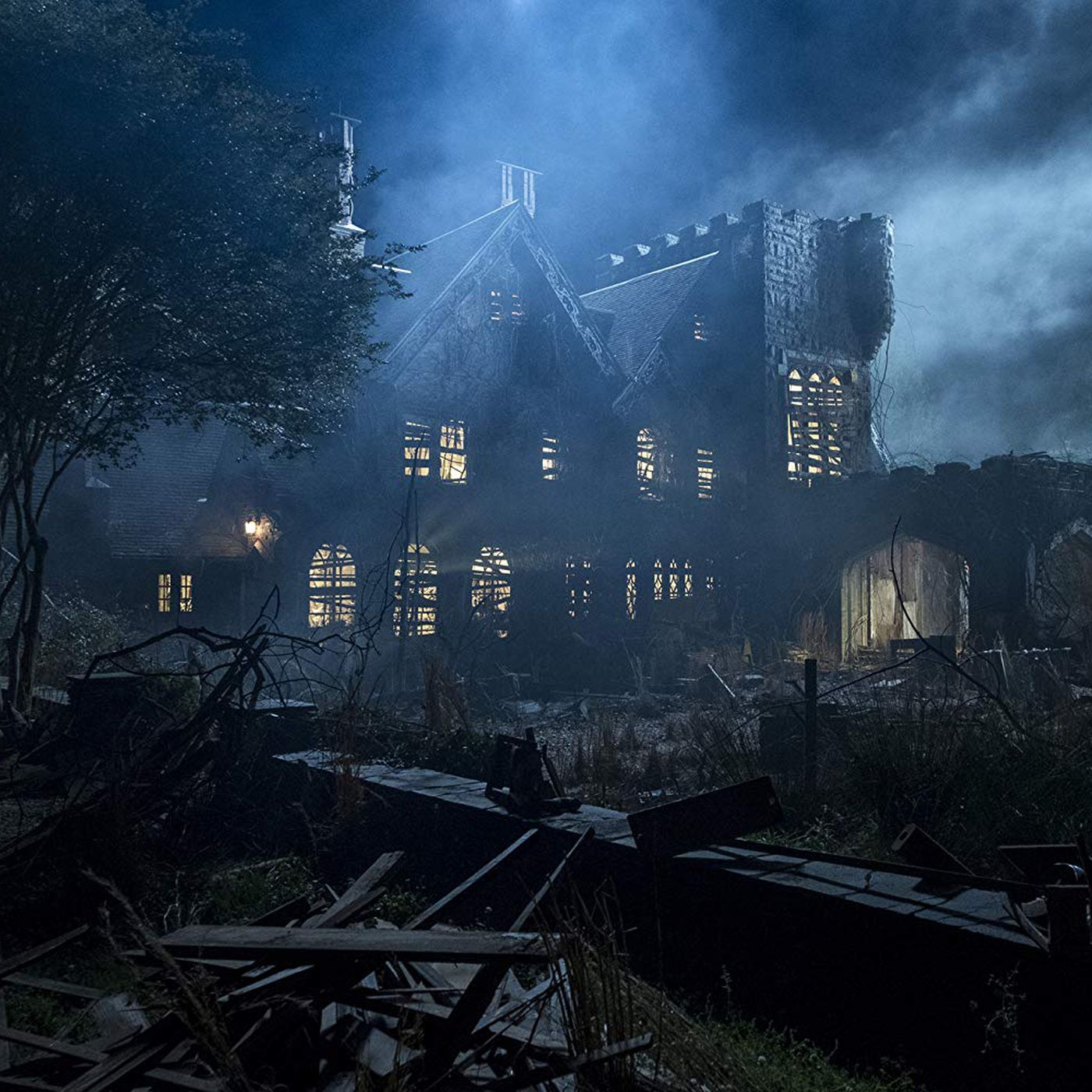 Netflix S The Haunting Of Hill House Is A Slow Burn Family Nightmare Vox