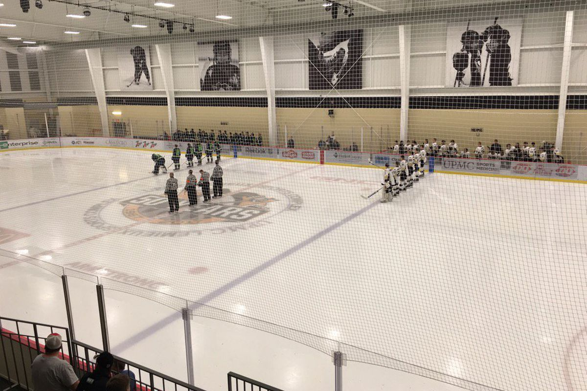 Bloomington Thunder and Muskegon Lumberjacks get ready for the start of the 2016 USHL Fall Classic East.