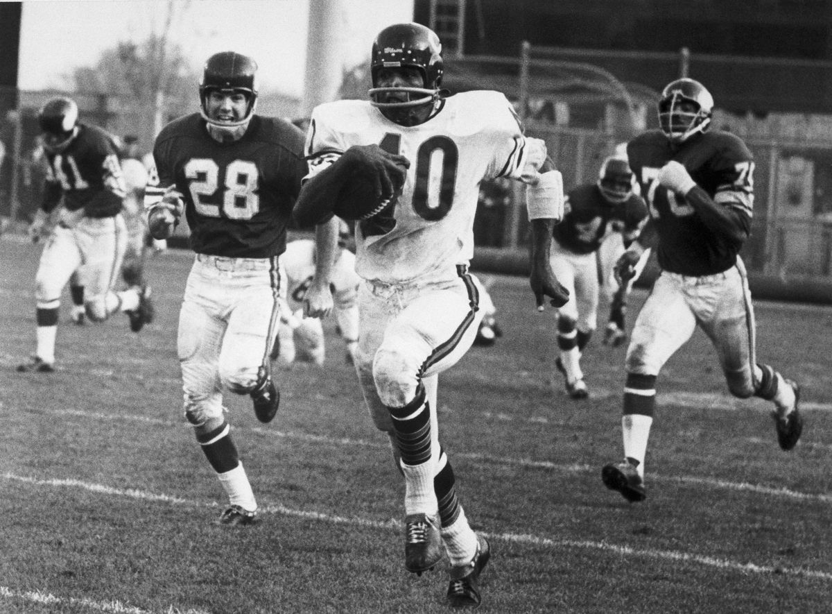 Gale Sayers Running for 96-Yard Touchdown