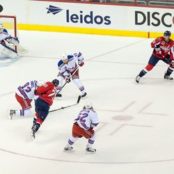 Brouwer Tries to Shoot Through Rangers