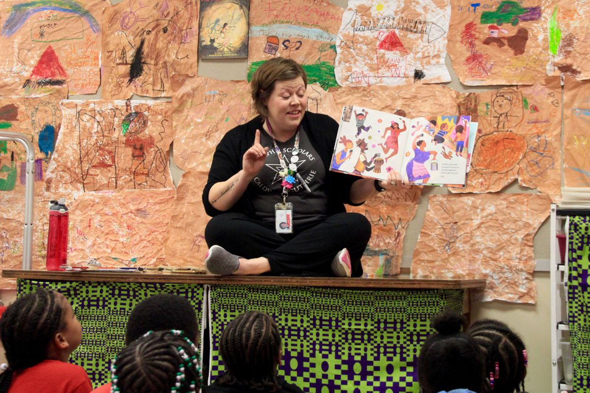 With the help of a picture book, Anna Barton Schnadelbach discusses murals with her students at Memphis Scholars Caldwell-Guthrie Elementary School.