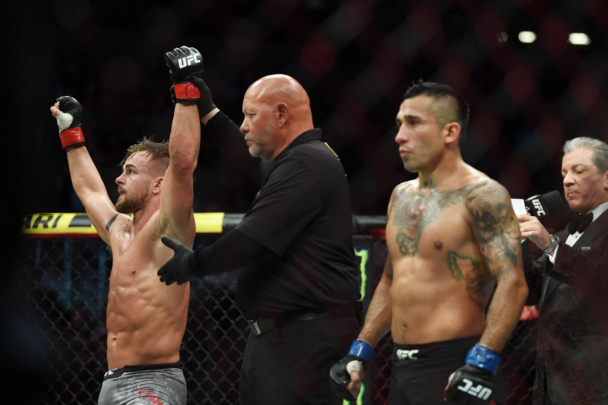 Cody Stamann (red gloves) defeats Alejandro Perez (blue gloves) during UFC 235 at T-Mobile Arena.