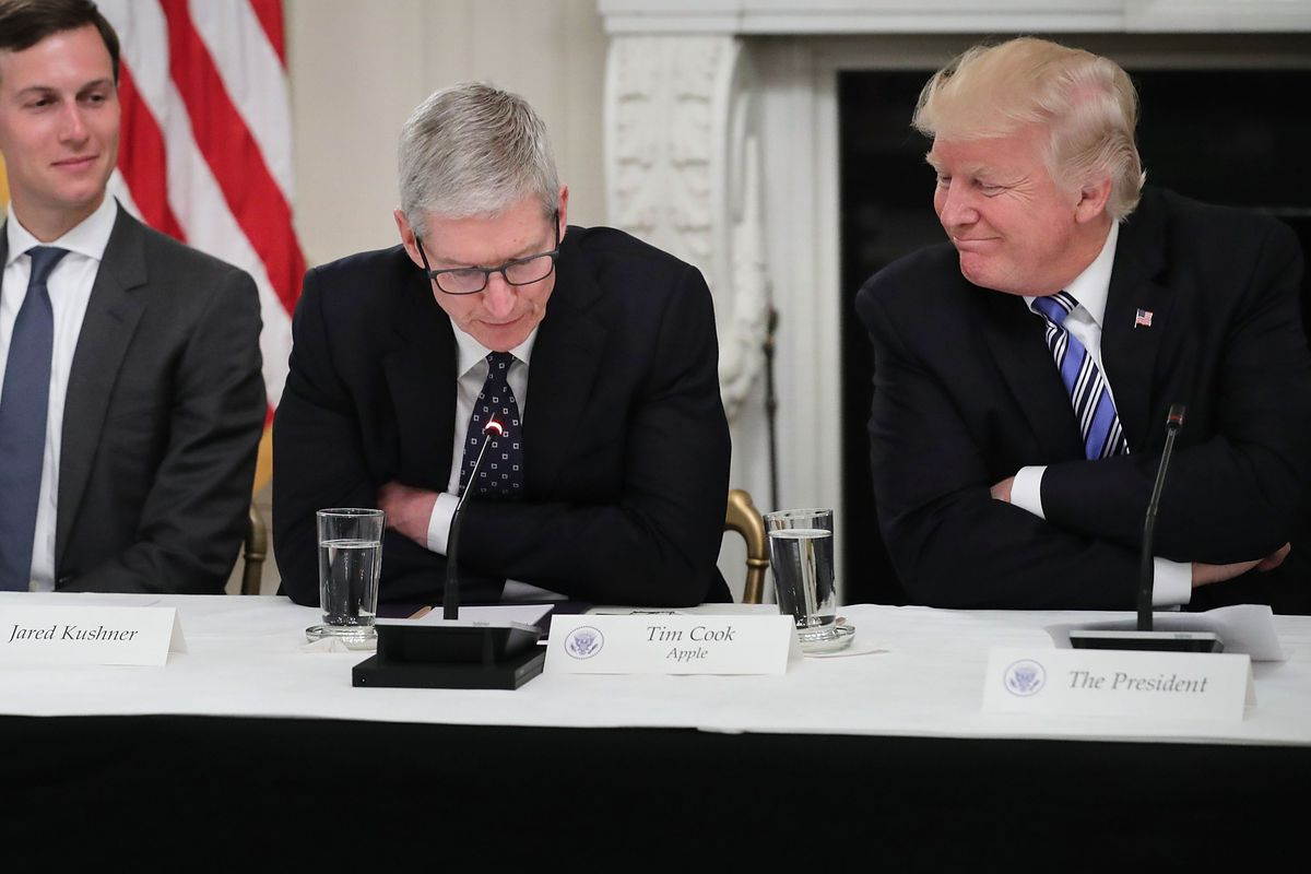 Jared Kusher, Apple CEO Tim Cook and President Trump Photo by Chip Somodevilla/Getty Images