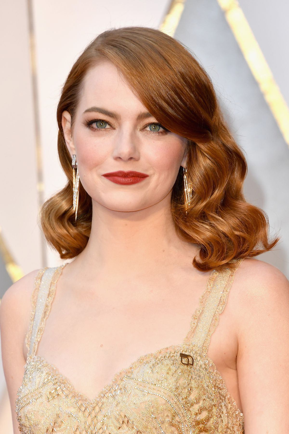 Emma Stone wears a Planned Parenthood pin at the 2017 Oscars.