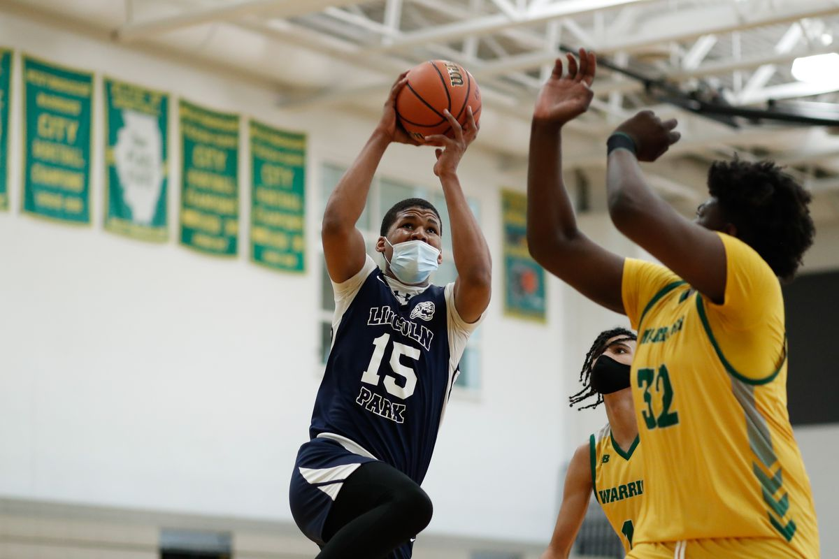 Lincoln Park's Sincere Malone (15) goes to the basket during the game against Westinghouse.