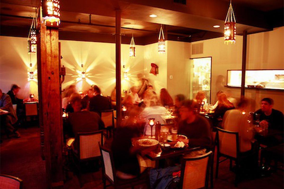 "<a href=""http://www.vijsrestaurant.ca/index_in.htm""></a>"