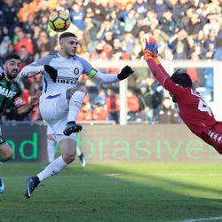 Mauro Emanuel Icardi of FC Internazionale Milano (C) controls the ball during the serie A match between US Sassuolo and FC Internazionale at Mapei Stadium - Citta' del Tricolore on December 23, 2017 in Reggio nell'Emilia, Italy.