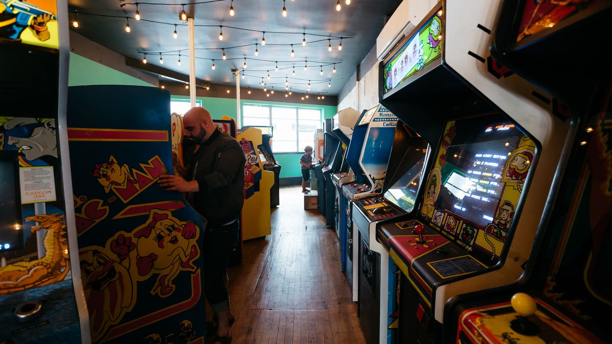 Pop Offworld Brings Pizza And 80s Arcade Game Kitsch To Downtown Detroit