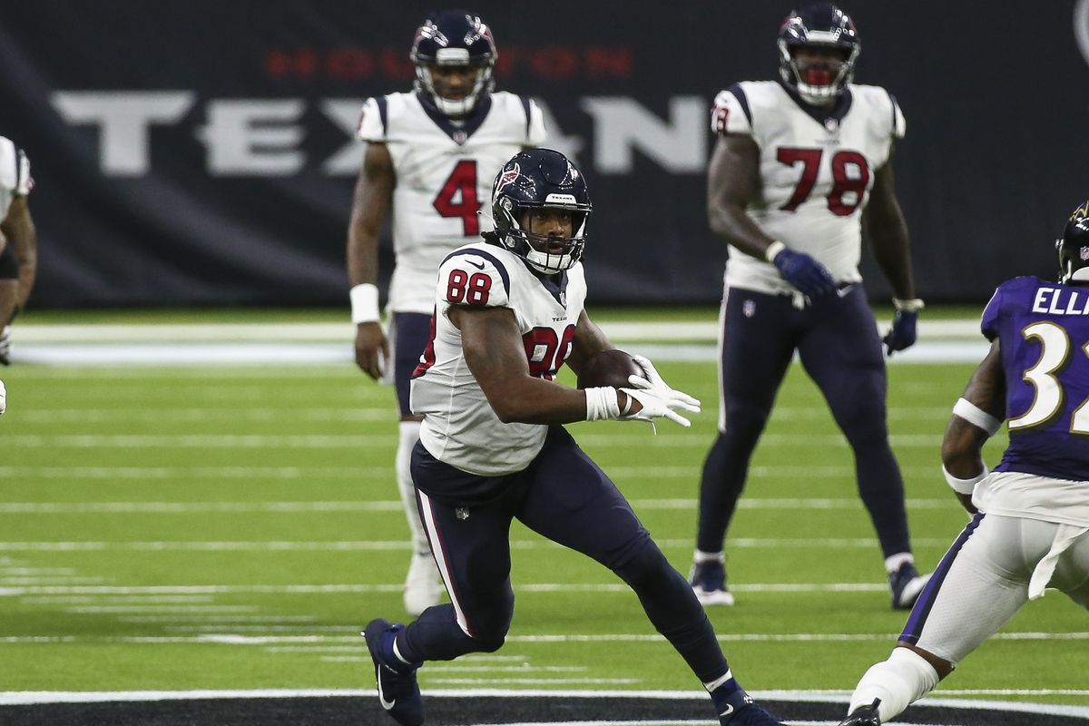 Houston Texans tight end Jordan Akins (88) runs with the ball after a reception during the fourth quarter against the Baltimore Ravens at NRG Stadium.