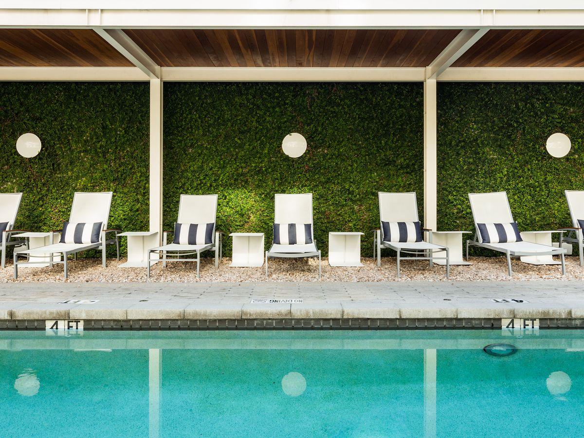 Hotel Ella's pool