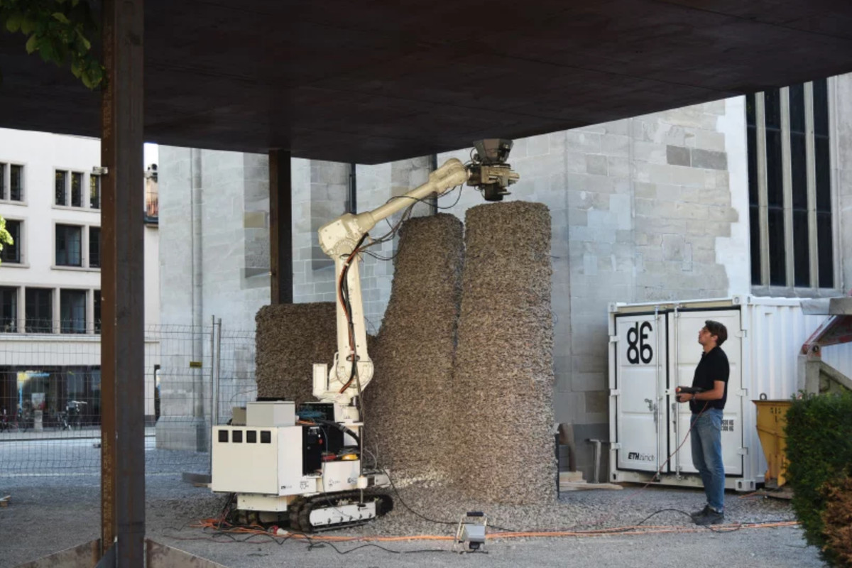 Robot building gravel columns