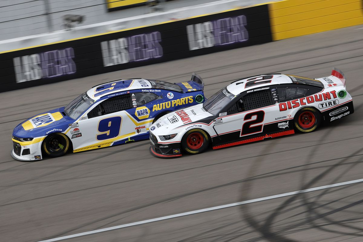 Chase Elliott, driver of the #9 NAPA Auto Parts Chevrolet, races Brad Keselowski, driver of the #2 Discount Tire Ford, during the NASCAR Cup Series Pennzoil 400 presented by Jiffy Lube at the Las Vegas Motor Speedway on March 07, 2021 in Las Vegas, Nevada.