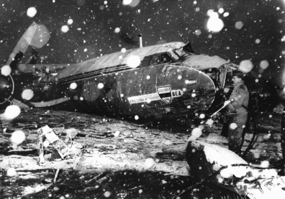 Air crash in Munich - Manchester United badly hit