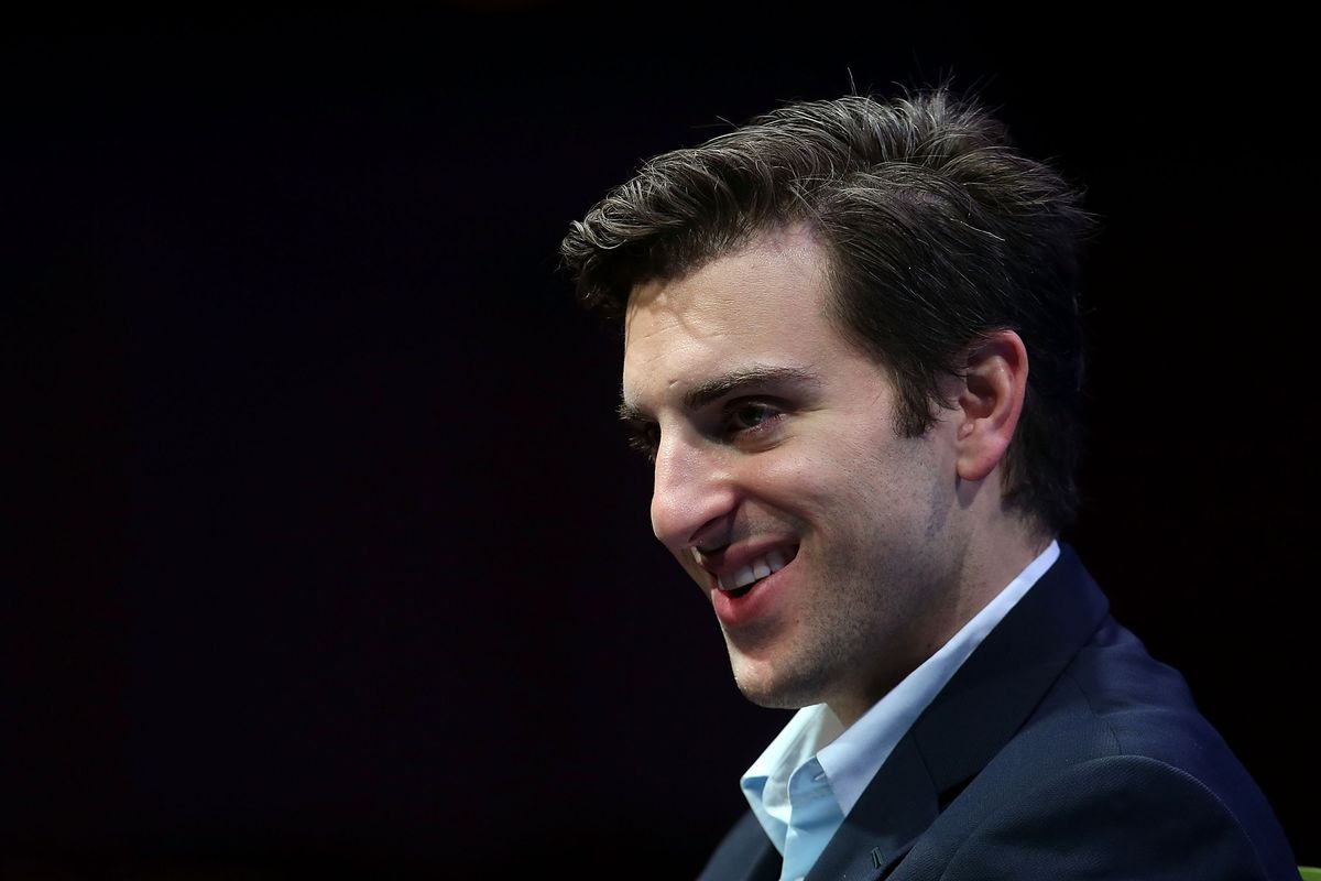 Airbnb just raised $1 billion in debt financing because it can