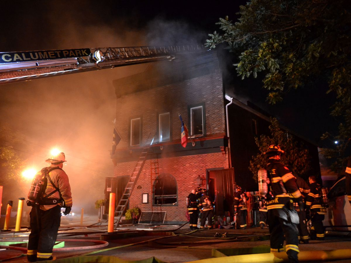 Firefighters are currently battling a 4-11 alarm hotel fire in the 13300 South block of Old Western Ave in Blue Island. | Justin Jackson/ Sun-Times