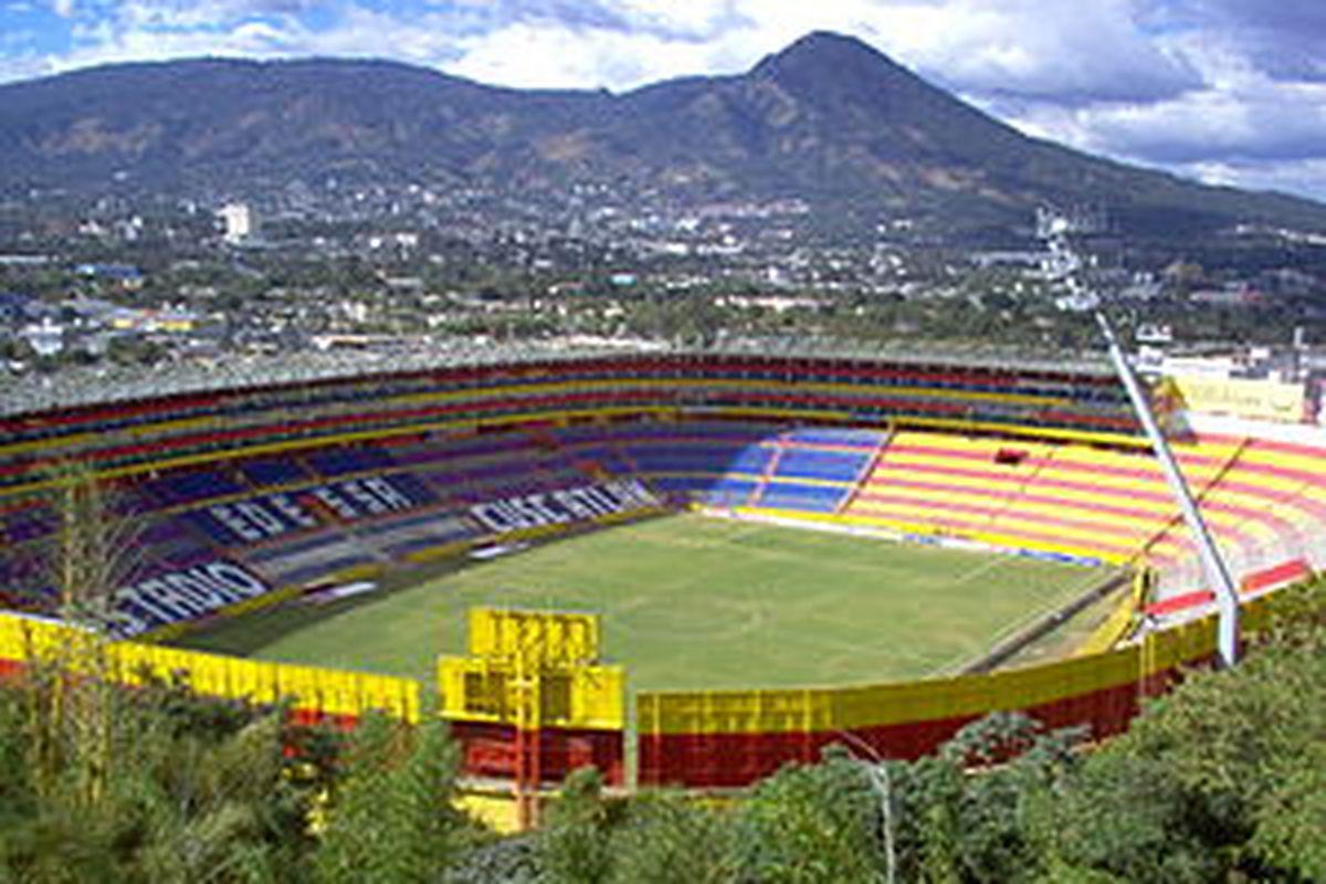 "via <a href=""http://upload.wikimedia.org/wikipedia/commons/thumb/8/82/Estadio_cuscatlan.jpg/300px-Estadio_cuscatlan.jpg"">upload.wikimedia.org</a>"