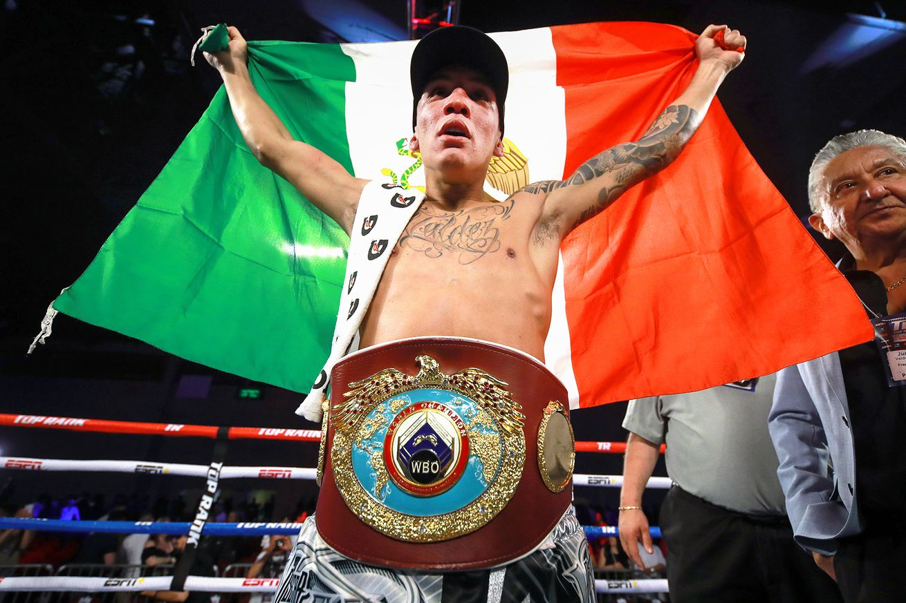 Oscar Valdez Mexican flag champion.5 - Valdez retains title, Flores wins again on ESPN
