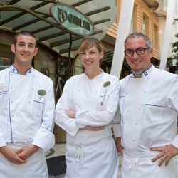 Chefs Michael Schwartz, Molly Brandt and James Seyba outside Oasis of the Seas' 150 Central Park. (Photo: Tim Aylen)