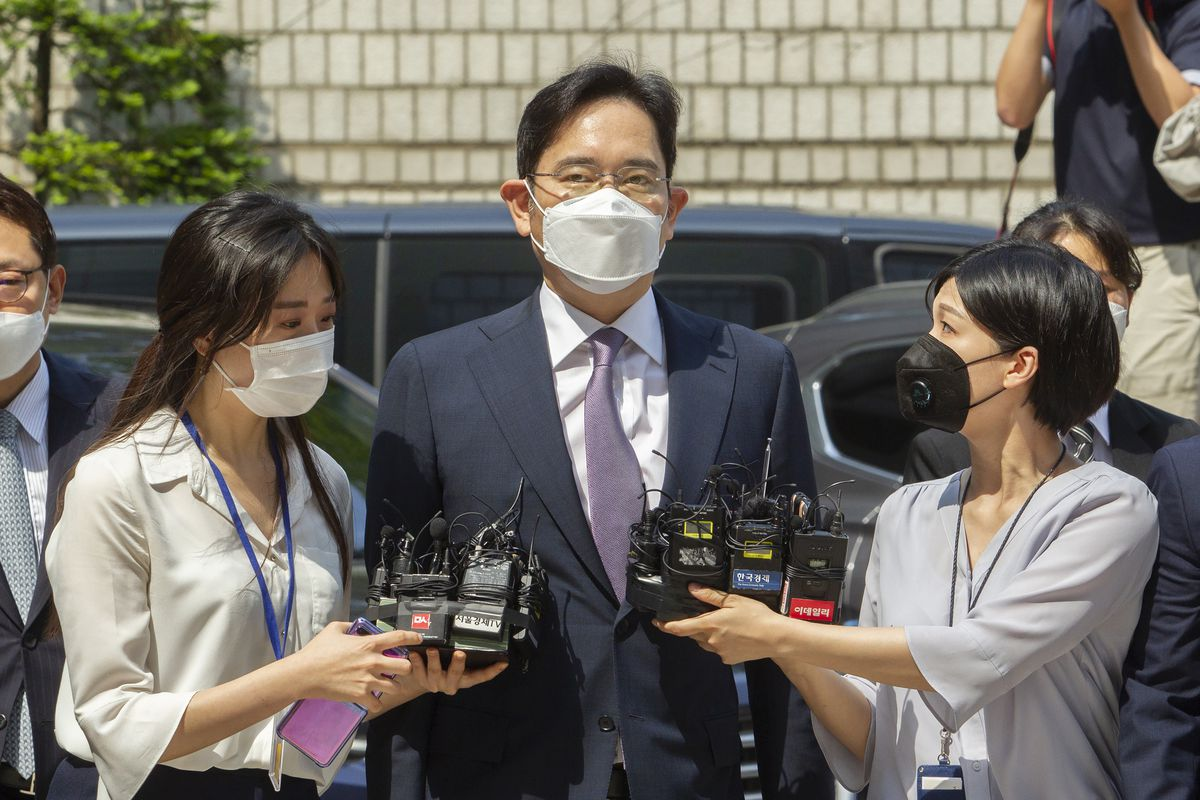 Prosecutors Seek to Jail Samsung's Lee After Review Request