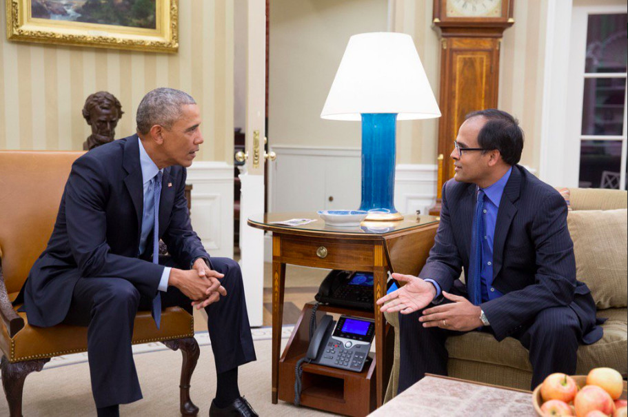 Deven Parekh talking with Barack Obama in the Oval Office