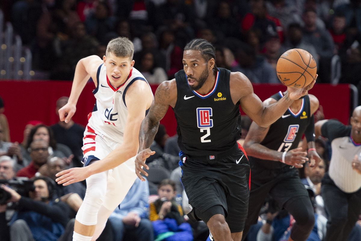 Los Angeles Clippers forward Kawhi Leonard dribbles up the court during the second quarter against the Washington Wizards at Capital One Arena.